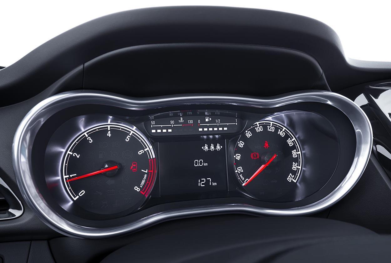 Opel Karl Paa Kanten Af Rigtig Bil