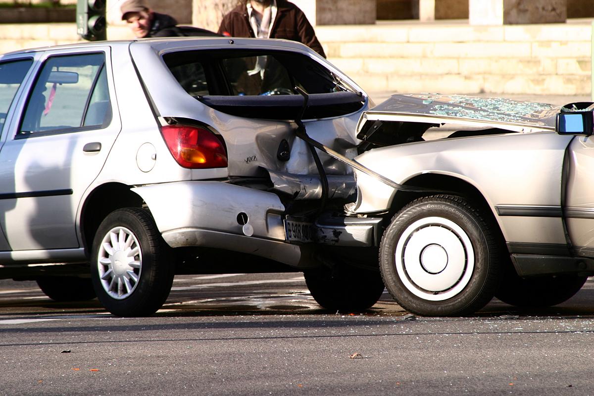 skade på bil hvad gør man