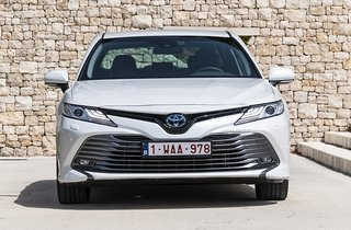 Toyota Camry set forfra