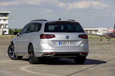 Variant er VW's navn for en stationcar. Merprisen for en stationcar er beskedne 10.000 kroner