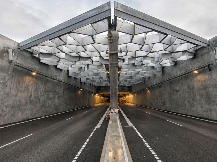 ed54229aae4c Dyrt hul i jorden giver bedre vej til København