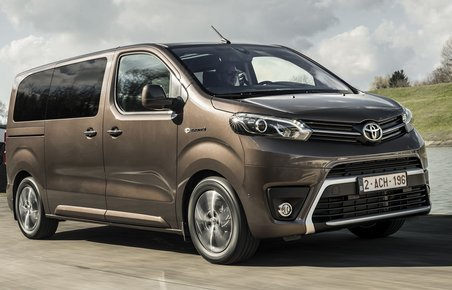 Toyota Proace set forfra